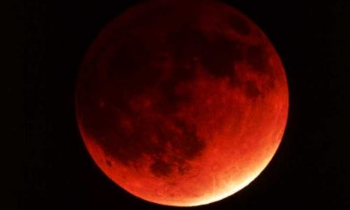 23 giugno: arriva la superluna 'rosa' e il 25 aprile: l'eclissi parziale di luna 'rossa'