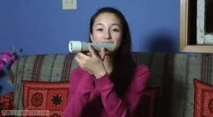 Ragazza di quindici anni inventa torcia elettrica alimentata con il calore della mano (video)