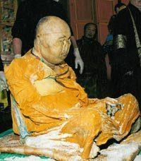 Monaco buddista che morì nel 1927 continua a vivere