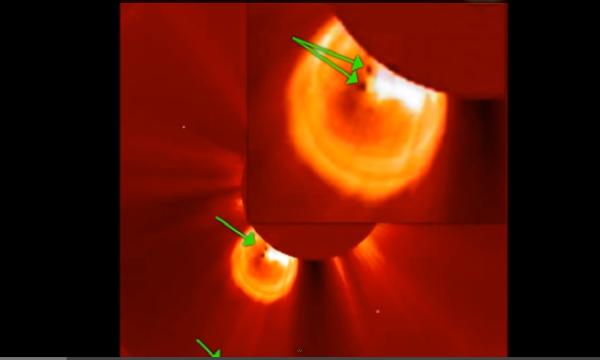 """Un forte brillamento solare classe M-9.9  illumina 2 strani """"oggetti"""" – 01.01.2014."""