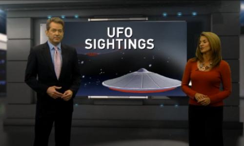 Gli UFO si godono i fuochi d'artificio festeggiando l'arrivo del 2014